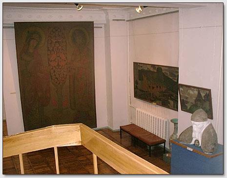 В залах Горловской картинной галереи.