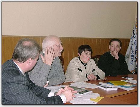 Обсуждение докладов. Сидят (слева направо): С.Г.Джура, Ю.М.Ключников, Л.И.Ключникова, С.Р.Аблеев.
