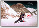 Der russische Bergsteiger F. Konyukhov neben dem Berg Everests.