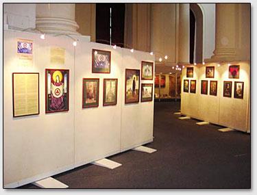 Ein Teil der Ausstellung, der über das Friedensbanner erzählt.