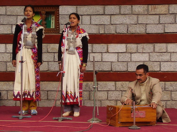 On 14th February 2006 students of the Art College performed at Manali Winter Carneval