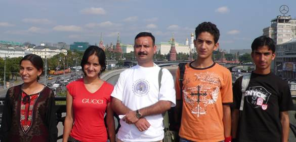 4 students and a teacher of Helena Roerich Art College