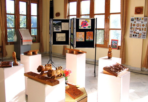 Helena Roerich Art College: 2003-2009 Exhibition of painting, carving, weaving works and photos from H.R.Art College