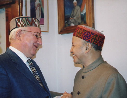 .E. A.M.Kadakin, Ambassador of Russia and Shri Virbhadra Singh, Chief Minister of  Himachal Pradesh in the Roerich Art Gallery at the IRMT