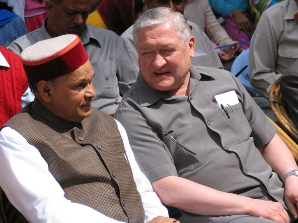Hon'ble Chief Minister of H.P.Sh.P.K.Dhumal and H.E.Ambassador of Russia, Mr.V.I.Trubnikov enjoy songs by Art College students