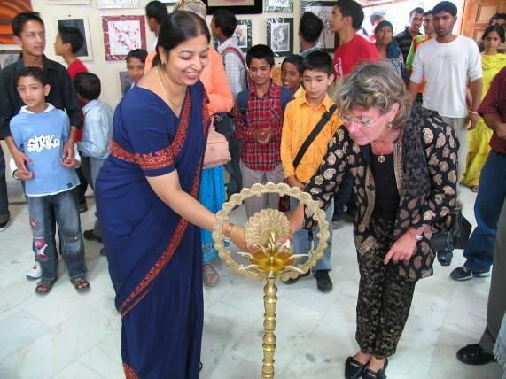 Dr Fiorenza Bartolotti from Italian Roerich Society inaugurates exhibition of Kiran Soni Gupta